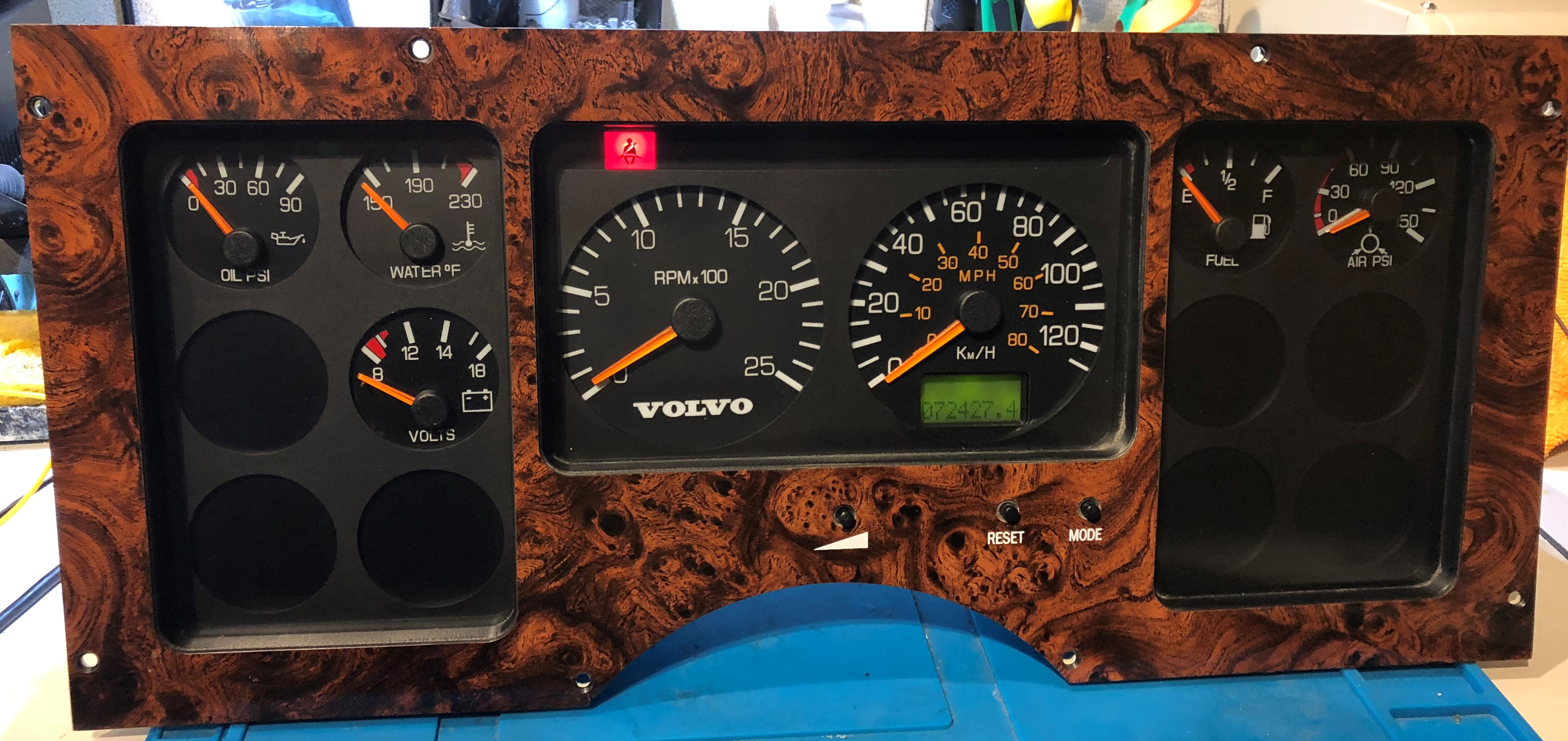 1994-1995 VOLVO WIA USED DASHBOARD INSTRUMENT CLUSTER FOR SALE (KM/H)